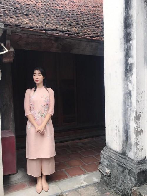 Đầu năm mới, sao Việt đồng loạt xuống phố với hai thái cực đối lập, sắc đỏ phủ sóng khắp nơi - Ảnh 9.