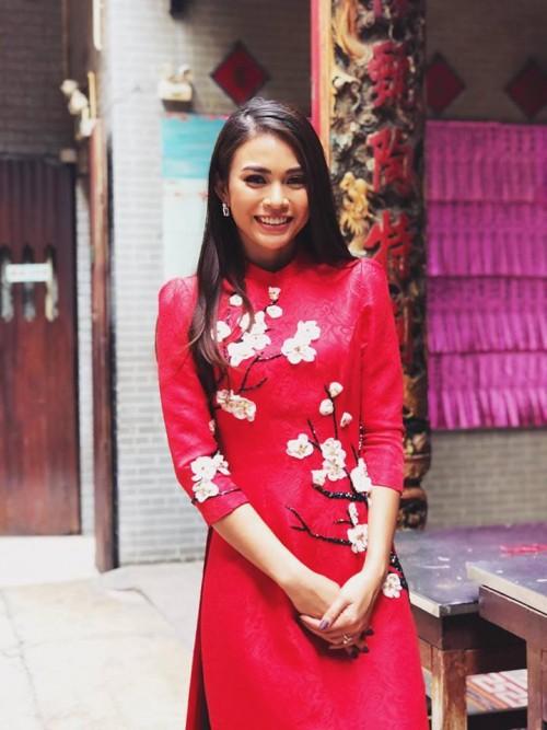 Đầu năm mới, sao Việt đồng loạt xuống phố với hai thái cực đối lập, sắc đỏ phủ sóng khắp nơi - Ảnh 10.
