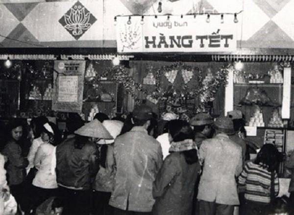 Sự vận động kinh tế Việt Nam từ thời Bao cấp đến Đổi mới thể hiện như thế nào qua mâm cỗ ngày Tết?  - Ảnh 2.