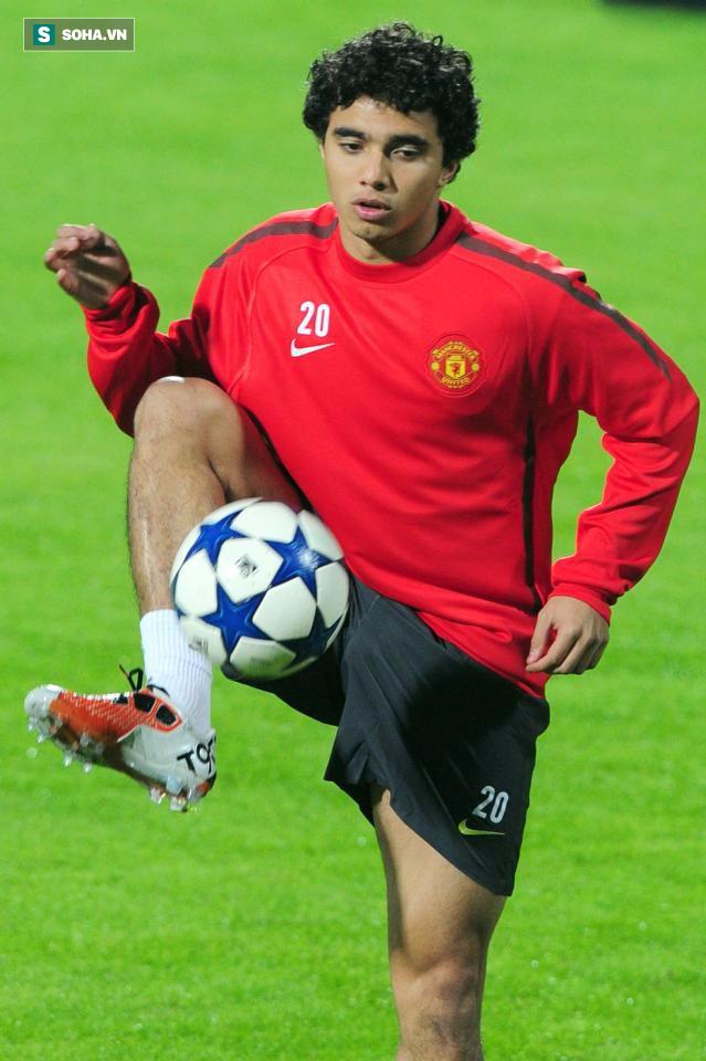 Tiết lộ: Chuyên gia xuống hạng khiến Pogba phải chạy trốn khỏi Man United - Ảnh 1.