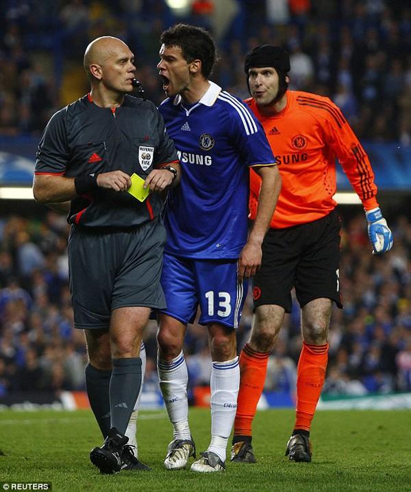 Trọng tài Ovrebo thừa nhận mắc sai lầm, thiếu sáng suốt ở trận Chelsea vs Barcelona 2009 - Ảnh 1.