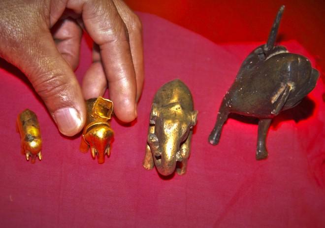 Ngắm bảo vật voi bằng vàng của vua Hàm Nghi ban tặng - Ảnh 5.