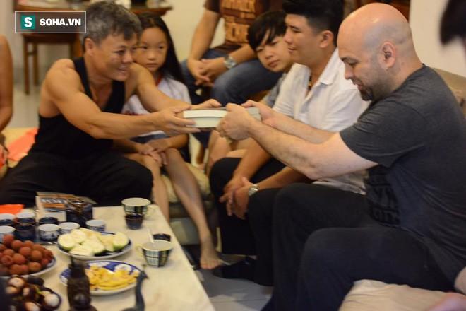 Chuẩn võ sư Flores: Giao đấu rất quan trọng, nhưng Johnny Trí Nguyễn đã hiểu sai về tôi - Ảnh 1.