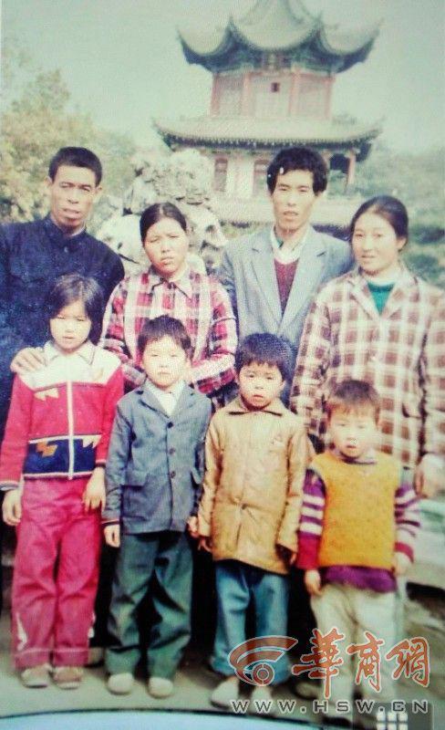 Con 5 tuổi bị mất tích trước cổng bệnh viện, mẹ nguyện làm lao công ở đó suốt 27 năm, cuối cùng nỗ lực đã được đền đáp - Ảnh 1.