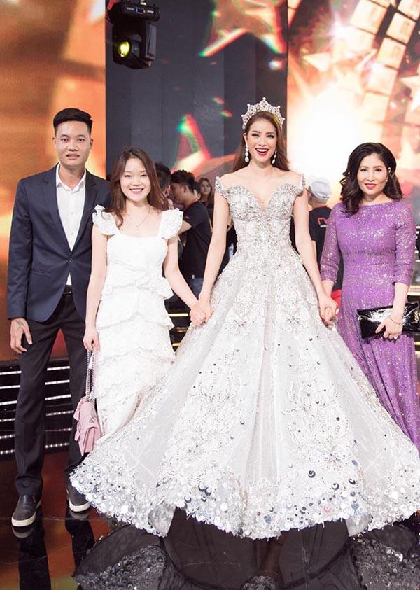 Danh tính cô em dâu gợi cảm, xinh đẹp của hoa hậu Phạm Hương - Ảnh 8.