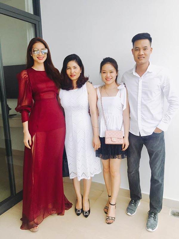 Danh tính cô em dâu gợi cảm, xinh đẹp của hoa hậu Phạm Hương - Ảnh 7.