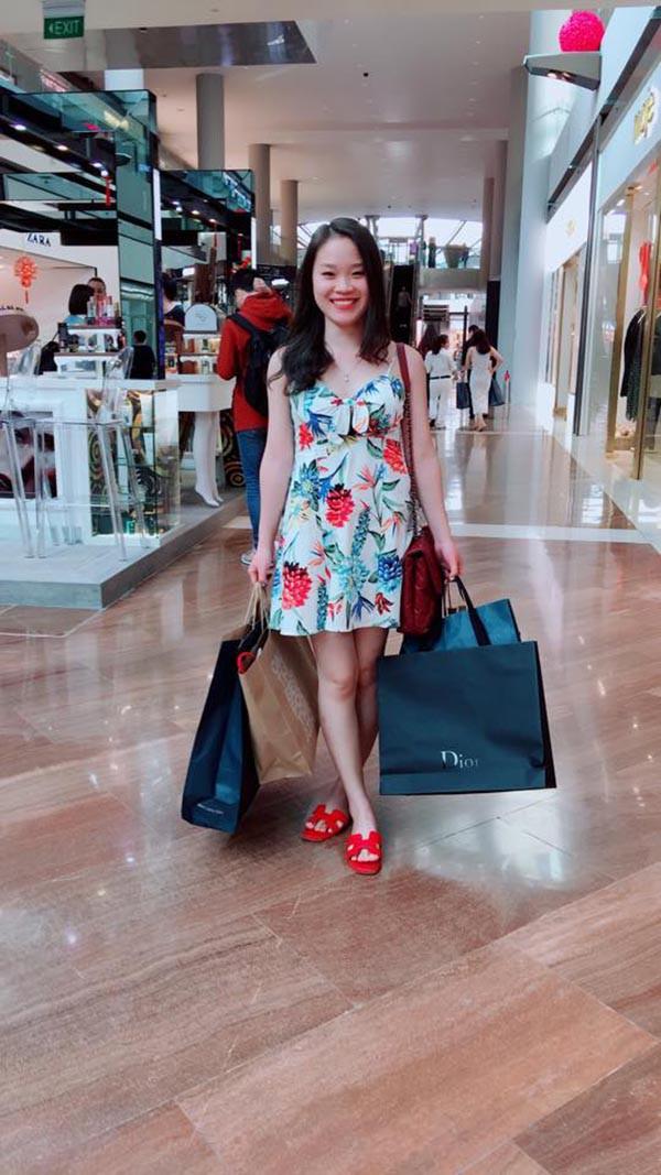 Danh tính cô em dâu gợi cảm, xinh đẹp của hoa hậu Phạm Hương - Ảnh 9.