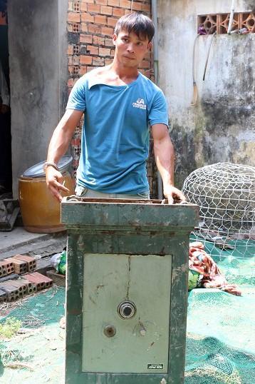 Bắt nhanh đối tượng trộm két sắt chứa gần 200 triệu đồng - Ảnh 1.
