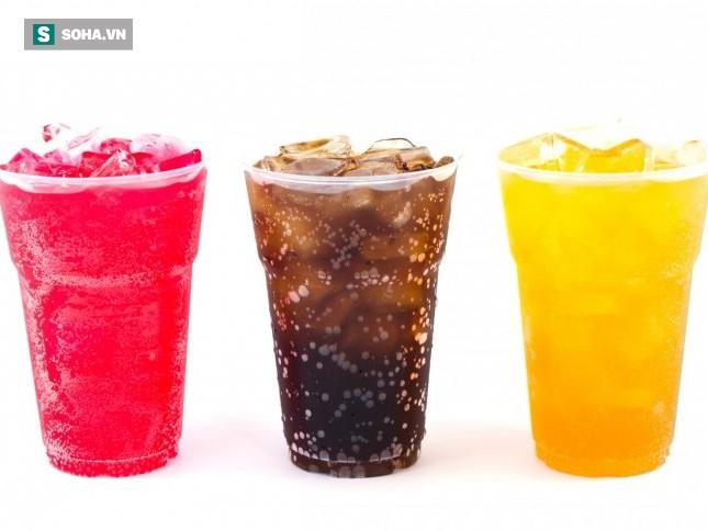 5 sai lầm khi uống nước khiến bạn âm thầm huỷ hoại thận của chính mình mà không biết - Ảnh 1.