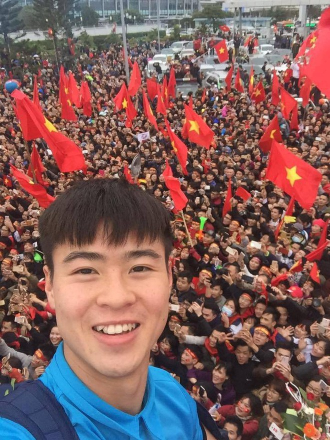 Những bức ảnh chứng minh: Dù cho vật đổi sao dời, 3 cầu thủ U23 này chỉ có một biểu cảm selfie duy nhất  - Ảnh 5.