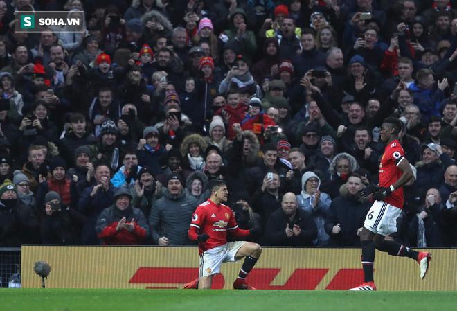 Thả hai hổ vào một chuồng, Mourinho đang thổi bùng nội chiến ở Old Trafford? - Ảnh 1.