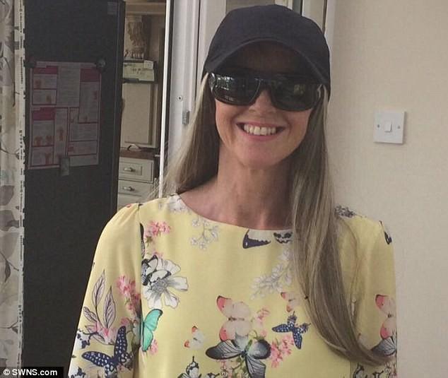 Người phụ nữ này đã thoát khỏi tay tử thần một cách kỳ diệu nhờ tình cờ đọc bài chia sẻ trên mạng xã hội, chị em kiểm tra ngay để biết cơ thể mình ra sao - Ảnh 1.