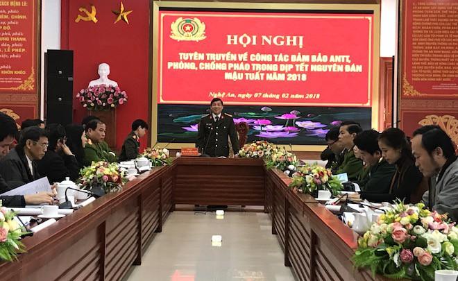 Công an Nghệ An bắt 4,9 tấn pháo trước Tết Nguyên đán - Ảnh 1.