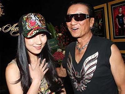 Chuyện tình bền chặt của bố Tạ Đình Phong và bạn gái kém 49 tuổi  - Ảnh 4.