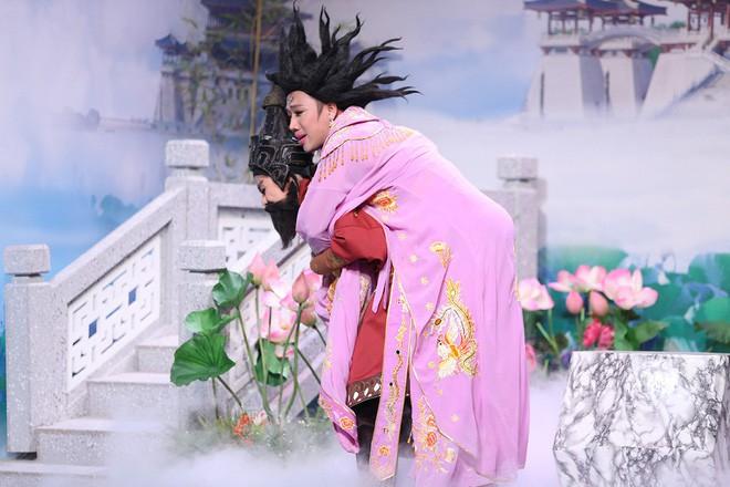 Trước bàn dân thiên hạ, Trấn Thành khẳng định: Hari Won đã héo! - Ảnh 1.