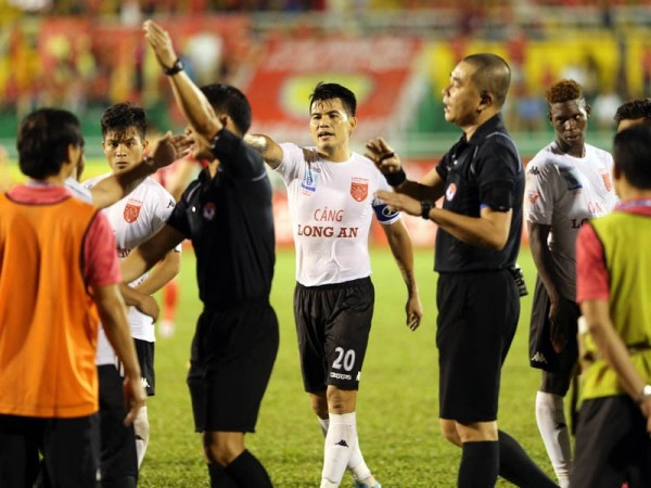 Văn Quyến và các ngôi sao vươn tầm châu Á của bóng đá Việt Nam ngã trong vinh quang - Ảnh 3.