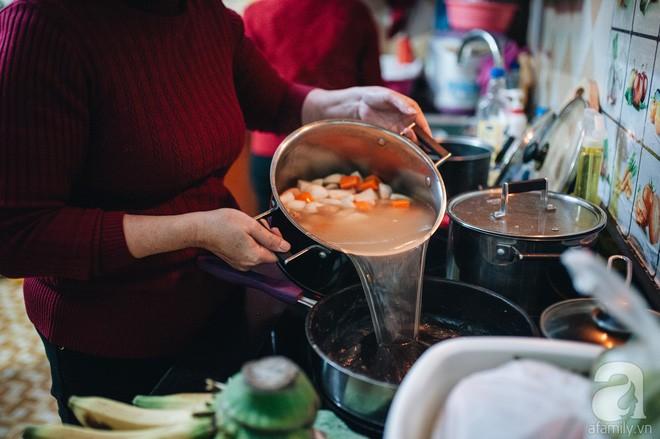 Ngày 23 tháng Chạp giản dị, đầm ấm của gia đình Hà Nội tứ đại đồng đường - Ảnh 6.