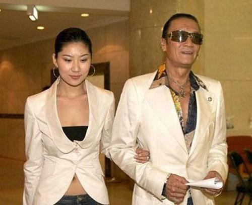 Chuyện tình bền chặt của bố Tạ Đình Phong và bạn gái kém 49 tuổi  - Ảnh 5.