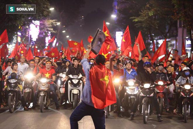 Chiến thắng của U23 Việt Nam: Những khoảnh khắc khiến nhiều người nức lòng - Ảnh 2.