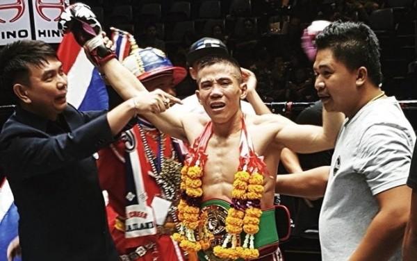 Võ sỹ Việt giành đai WBC Muay Thái: 'Tôi phải đánh đổi bằng máu và nước mắt' - Ảnh 1.