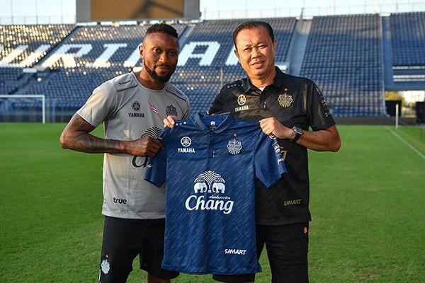 Hoàng Vũ Samson được bầu Hiển cưu mang trở lại V.League 2018 - Ảnh 1.