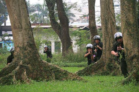 Cảnh sát đặc nhiệm nhập vai hóa giải tội phạm khống chế con tin - Ảnh 1.