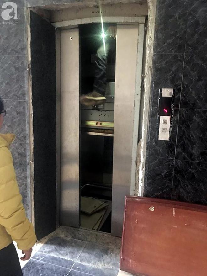 """Hà Nội: Thang máy chung cư gặp sự cố """"nhốt"""" một phụ nữ bên trong gần 1 giờ đồng hồ - Ảnh 2."""