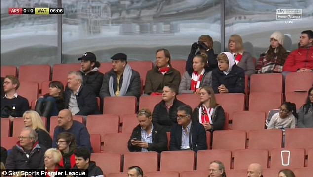 Huyền thoại Man United giáng một đòn vào niềm tự hào hư cấu của Arsenal - Ảnh 1.