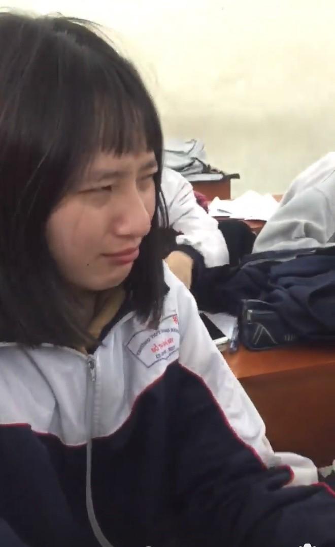 Nhờ bạn cùng lớp cắt hộ tóc mái, nữ sinh mếu máo với kết quả không như tưởng tượng - Ảnh 1.