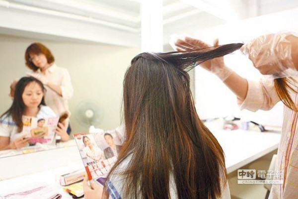 Bị xơ gan nặng do nhuộm tóc liên tục trong 10 năm - Ảnh 1.