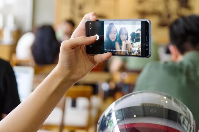 Trở thành bậc thầy selfie không khó, vài bí kíp sau sẽ giúp bạn chụp ảnh nghệ nhất - Ảnh 3.