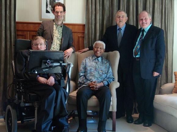 Câu chuyện về chiếc xe lăn diệu kỳ của huyền thoại Stephen Hawking: người kết nối vũ trụ trên từng vòng xoay - Ảnh 5.