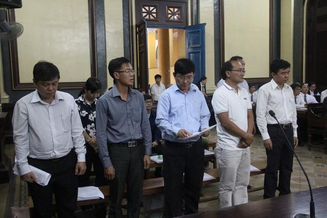 Vụ 10 sếp Navibank hầu tòa: Nhiều bị cáo bật khóc nói lời sau cùng - Ảnh 2.