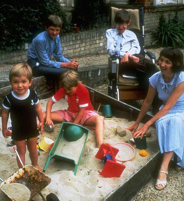 Sự nghiệp ba người con của Stephen Hawking - kết tinh tình yêu của giáo sư và vợ đầu - Ảnh 3.