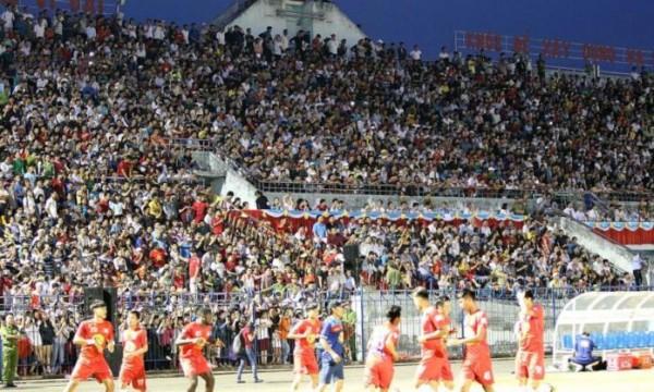 Hiệu ứng U23 VN: Phe vé hét giá chóng mặt trận Hải Phòng vs HAGL - Ảnh 2.