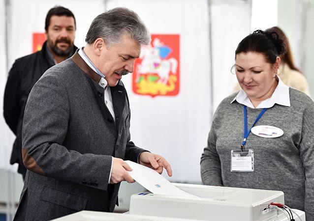 Bầu cử tổng thống Nga: Cử tri tại Anh không bị cản trở bỏ phiếu giữa căng thẳng ngoại giao - Ảnh 1.