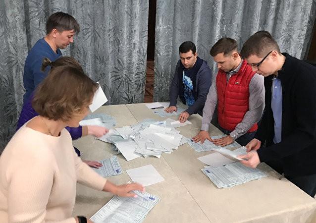 Bầu cử tổng thống Nga suôn sẻ bất thường tại Syria giữa nghi vấn Mỹ chuẩn bị tấn công - Ảnh 1.