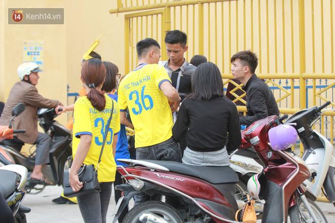 NHM Thanh Hóa vượt hàng chục cây số chờ Bùi Tiến Dũng ra sân - Ảnh 3.