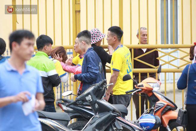 NHM Thanh Hóa vượt hàng chục cây số chờ Bùi Tiến Dũng ra sân - Ảnh 4.