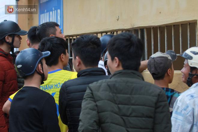NHM Thanh Hóa vượt hàng chục cây số chờ Bùi Tiến Dũng ra sân - Ảnh 9.
