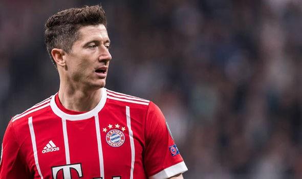 Van Gaal tố cầu thủ M.U thiếu chuyên nghiệp, suýt đưa Lewandowski về - Ảnh 2.