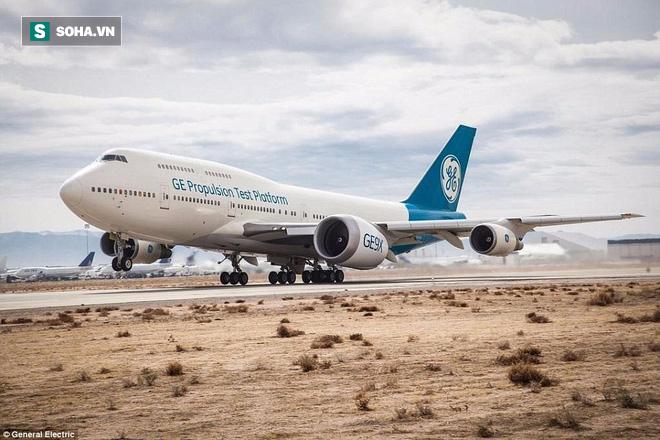 Động cơ phản lực lớn nhất thế giới của siêu máy bay Boeing  lần đầu thử sức - Ảnh 1.