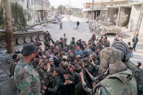 Tổng thống Bashar al-Assad đích thân đến Đông Ghouta, giao tranh sắp chấm dứt? - Ảnh 2.