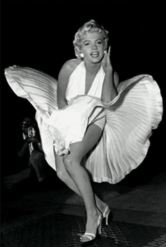 Câu chuyện lịch sử thời trang thế kỷ 20: Từ sự tôn sùng vẻ đẹp gợi cảm đến phong cách siêu giản dị vào cuối những năm 90 - Ảnh 7.