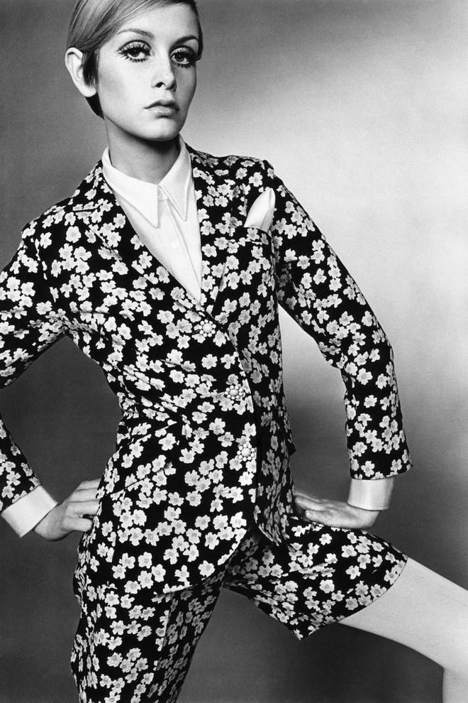 Câu chuyện lịch sử thời trang thế kỷ 20: Từ sự tôn sùng vẻ đẹp gợi cảm đến phong cách siêu giản dị vào cuối những năm 90 - Ảnh 9.