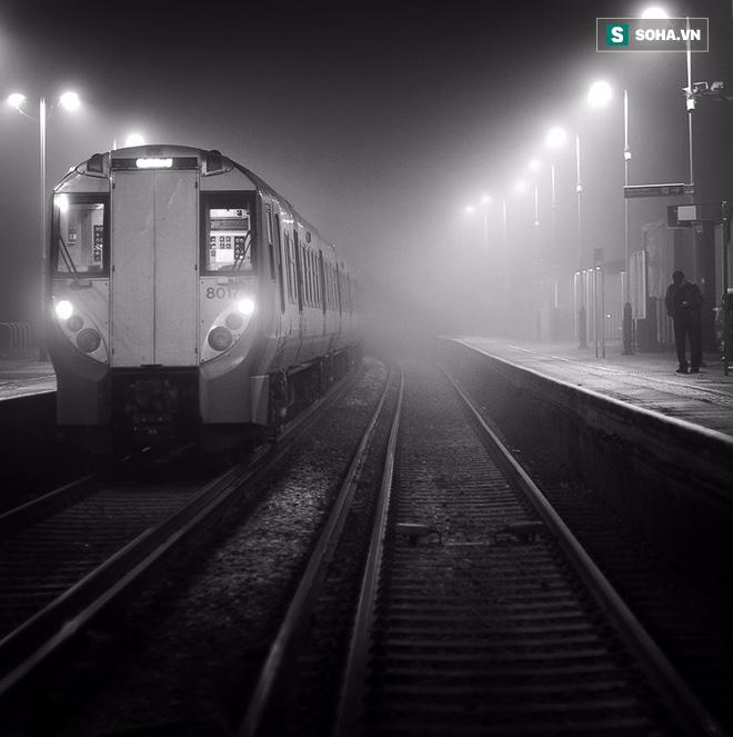 Tiếng hét thất thanh và giây phút gieo mình tự vẫn của người đàn ông trên chuyến tàu đêm - Ảnh 1.