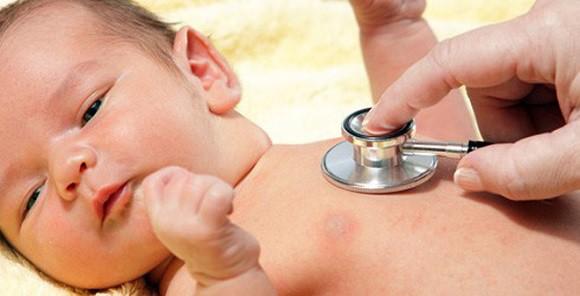 Trẻ bị cúm có thể chăm sóc tại nhà, nhưng nếu có 7 dấu hiệu này cần đưa đi viện gấp - Ảnh 3.