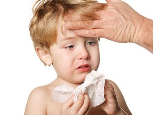Trẻ bị cúm có thể chăm sóc tại nhà, nhưng nếu có 7 dấu hiệu này cần đưa đi viện gấp - Ảnh 2.