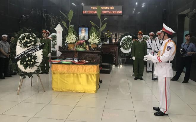 Khóc nghẹn tiễn đưa Thượng sỹ CS PCCC tử vong trong vụ tai nạn trên cao tốc - Ảnh 1.