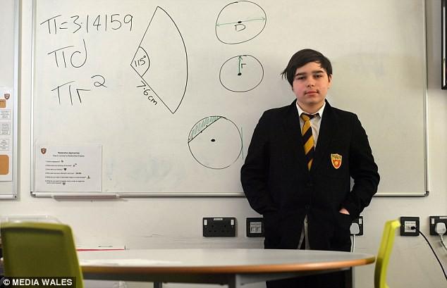 Gặp thần đồng 12 tuổi có chỉ số IQ cao hơn cả thiên tài quá cố Stephen Hawking, lọt 1% những người thông minh nhất thế giới - Ảnh 2.